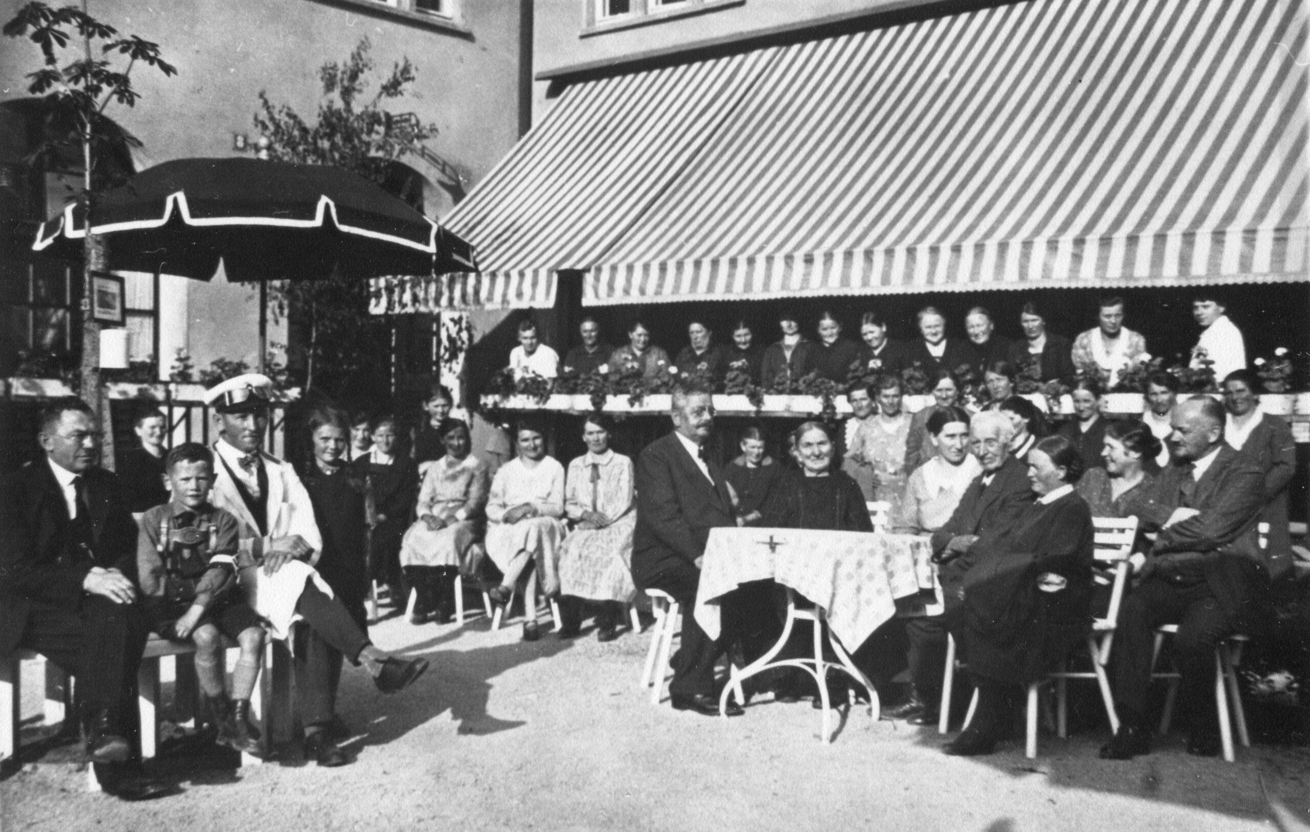Cafébetrieb um 1933